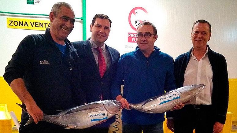 masymas dona el primer bonito del norte de la temporada a la Cocina Económica de Oviedo