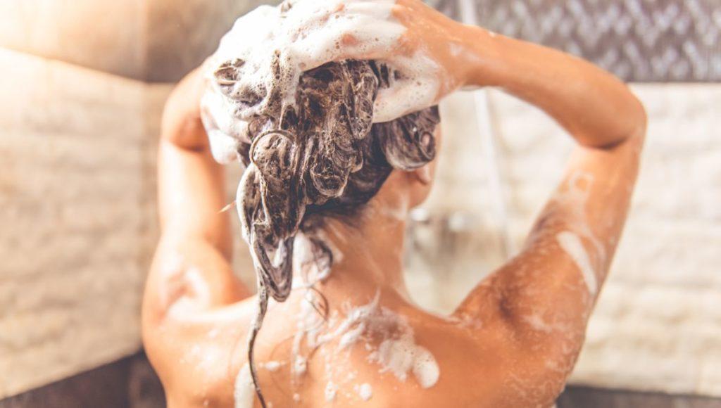 Champú con extracto de cebolla. ¿Realmente es efectivo para frenar la caída del cabello?