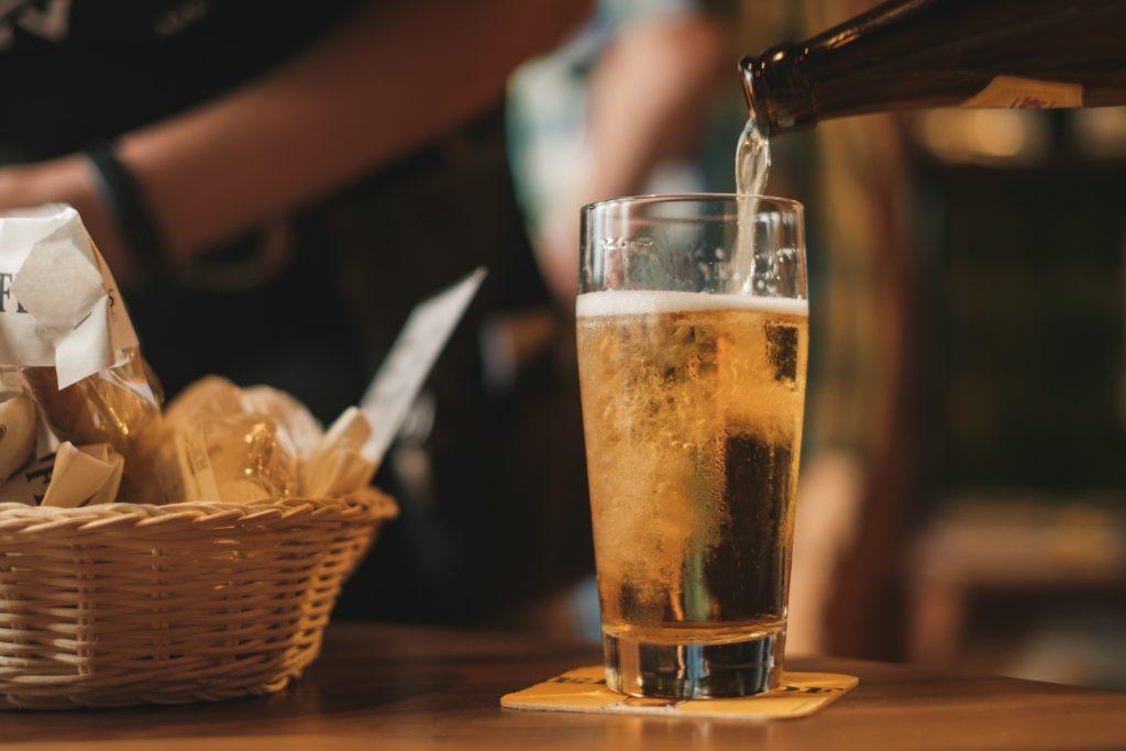 Cómo hacer una pequeña fiesta cervecera en casa
