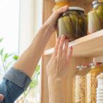 Aprovecha para poner orden en la cocina ¿qué alimentos no debes poner en la nevera?