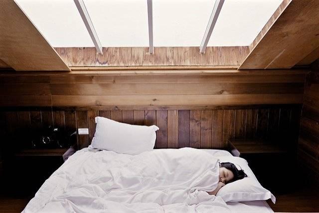 mantén una buena rutina de sueño