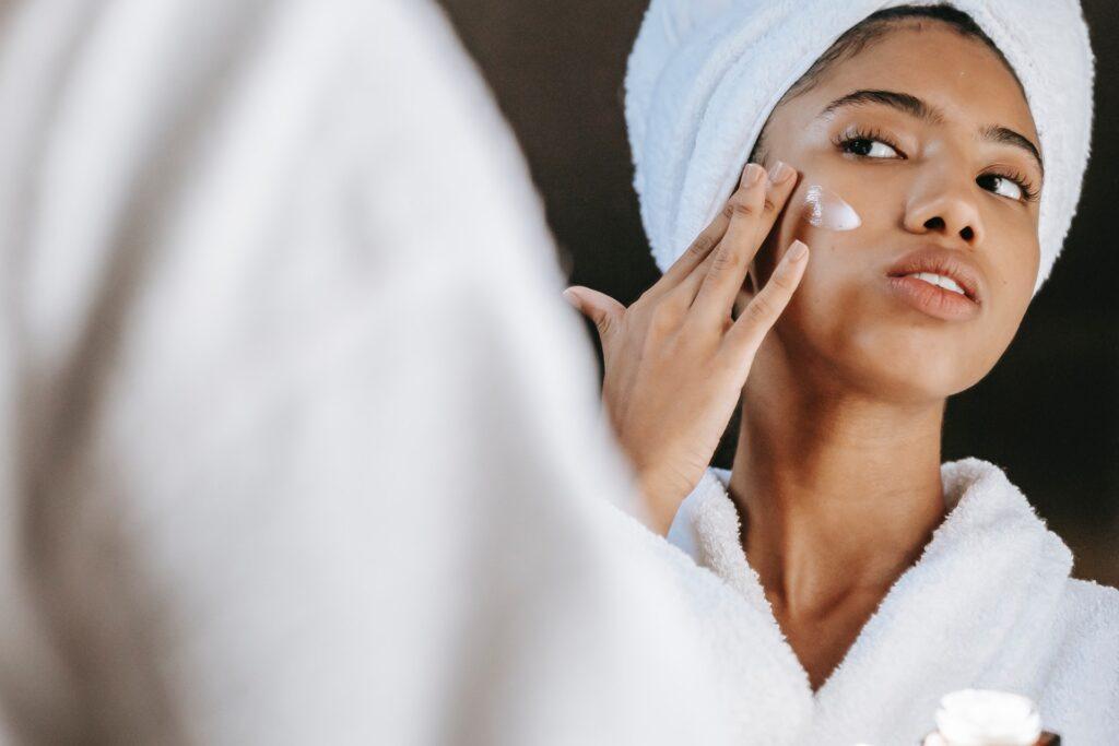 riesgos de usar productos cosmeticos caducado